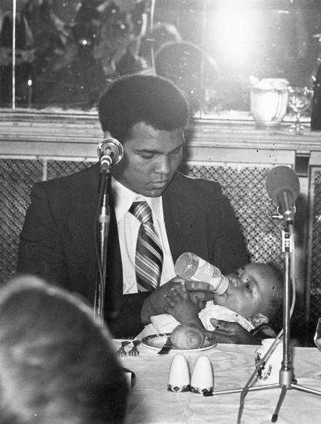 Maui「Ali Holding The Baby」:写真・画像(13)[壁紙.com]
