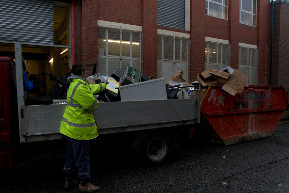 Recycling「Scrap metal collectors searching through old office equipment in a skip, South London, UK」:写真・画像(6)[壁紙.com]