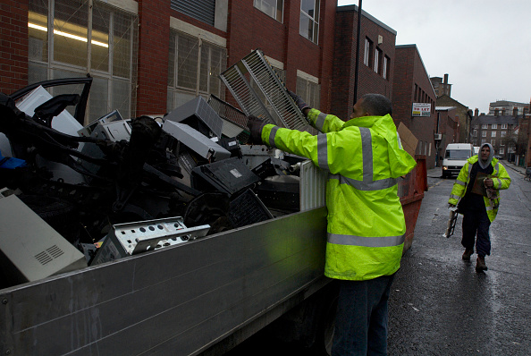 Semi-Truck「Scrap metal collectors searching through old office equipment in a skip, South London, UK」:写真・画像(10)[壁紙.com]