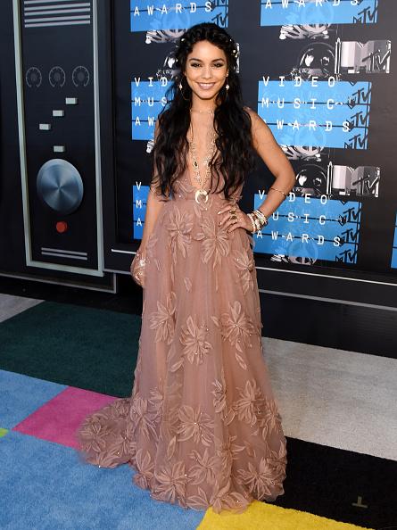 ヴァネッサ・ハジェンズ「2015 MTV Video Music Awards - Red Carpet」:写真・画像(17)[壁紙.com]