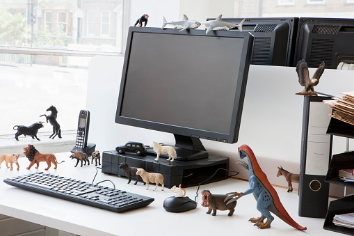 キャラクター「Desk toys representing different personalities in the workplace」:スマホ壁紙(9)