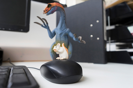 恐竜「Desk toys representing different personalities in the workplace」:スマホ壁紙(10)