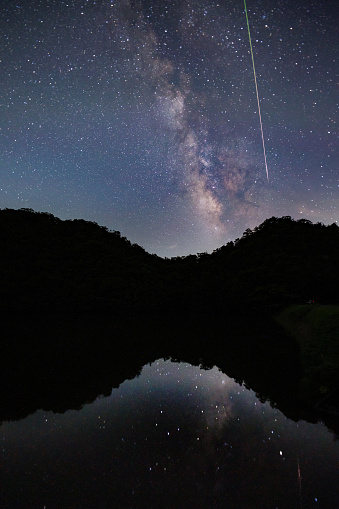Milky Way「A meteor shoots across the night sky sky leaving a trail of light across the milky way」:スマホ壁紙(16)