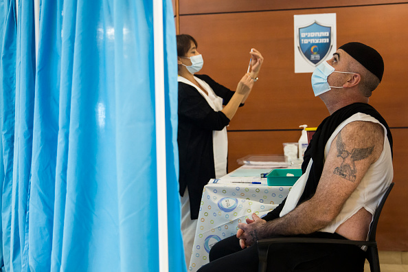Tel Aviv「Israel Starts Covid-19 Vaccination Campaign」:写真・画像(10)[壁紙.com]