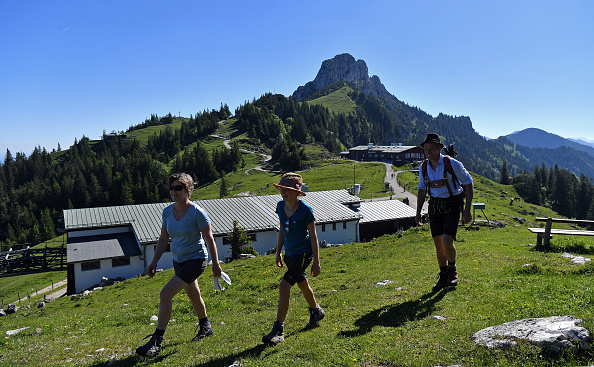 Mountain「Bavaria's Lakes And Mountains Draw Summer Visitors」:写真・画像(16)[壁紙.com]