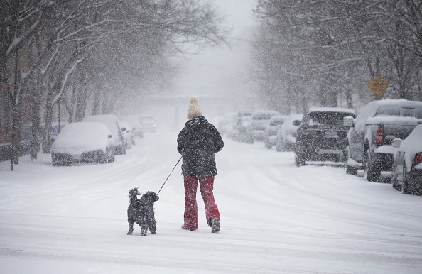 Chicago - Illinois「Spring Storm Brings Few Inches Of Snow To Chicago」:写真・画像(9)[壁紙.com]