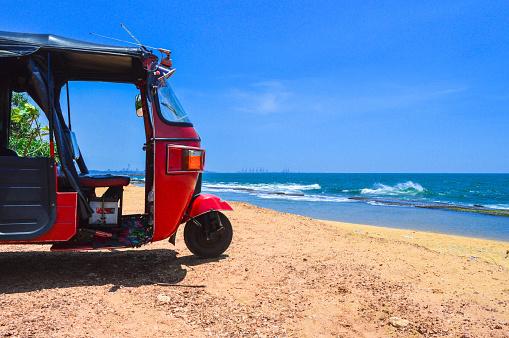 Sri Lanka「Tuk-tuk on the beach」:スマホ壁紙(1)