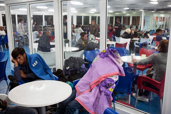 Passenger Craft「Refugees On Lesbos」:写真・画像(11)[壁紙.com]