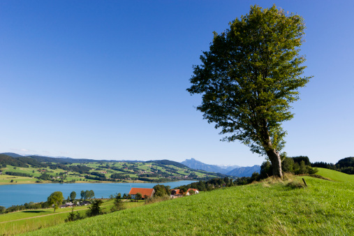 Built Structure「Austria, Zell am Moos, View of mountain with Irrsee Lake」:スマホ壁紙(9)