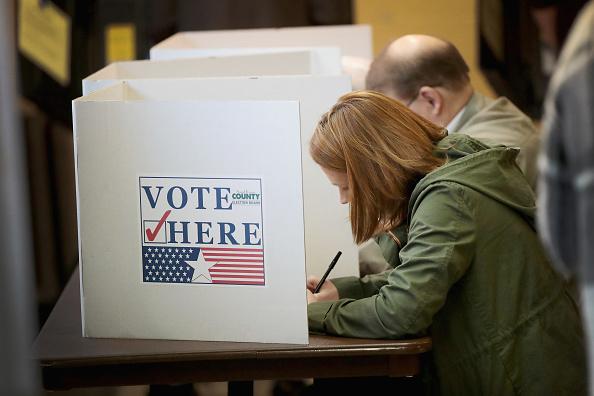 選挙「Voters Across The Country Head To The Polls For The Midterm Elections」:写真・画像(9)[壁紙.com]