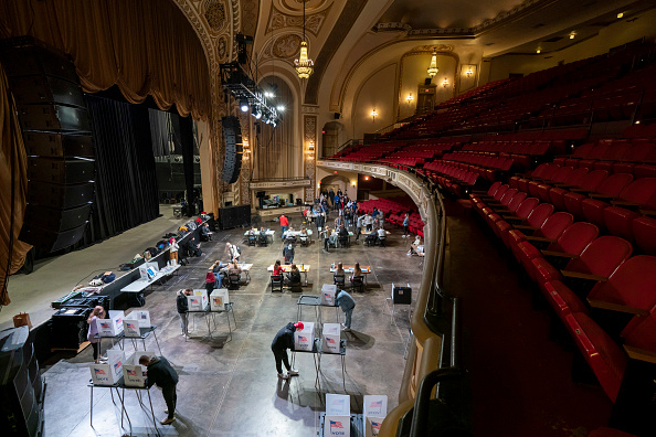 Madison - Wisconsin「Across The U.S. Voters Flock To The Polls On Election Day」:写真・画像(18)[壁紙.com]