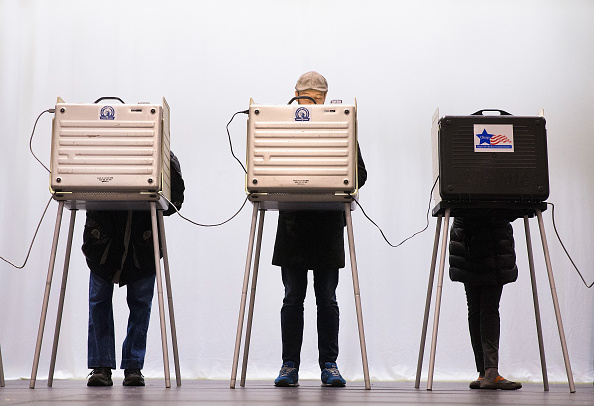 Voting「Voters Go To The Polls In Illinois Presidential Primary」:写真・画像(6)[壁紙.com]