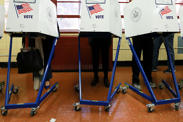 Polling Place「Nation Goes To The Polls In Contentious Presidential Election Between Hillary Clinton And Donald Trump」:写真・画像(13)[壁紙.com]