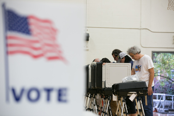 Polling Place「Voters Across The Country Head To The Polls For The Midterm Elections」:写真・画像(11)[壁紙.com]