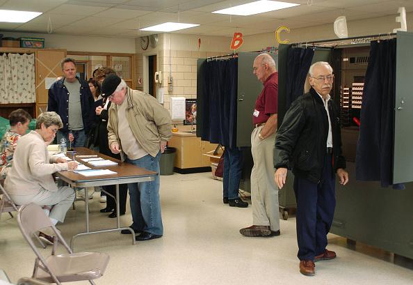 Machinery「Pennsylvania Voters Go To The Polls」:写真・画像(1)[壁紙.com]