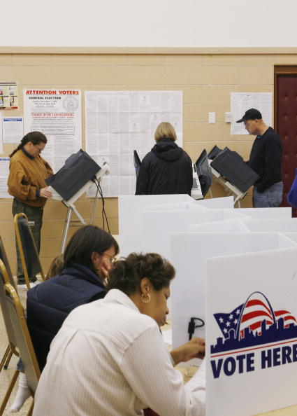 Missouri「Voters Go To The Polls In Highly-Contested Midterm Elections」:写真・画像(19)[壁紙.com]
