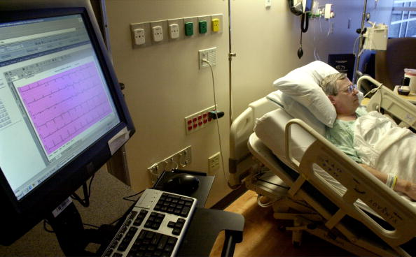 Desktop PC「Heart Hospital Uses Technology To Reduce Errors  」:写真・画像(13)[壁紙.com]