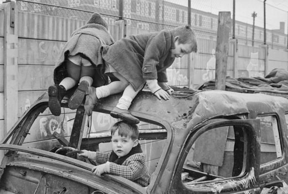 William Lovelace「Ruined Car」:写真・画像(1)[壁紙.com]