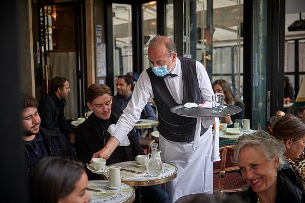 Paris - France「Paris Cafe Terraces Reopen With Easing Of Monthlong Lockdown」:写真・画像(18)[壁紙.com]