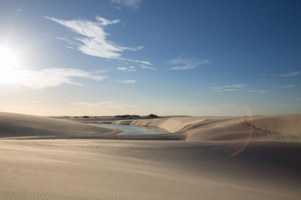 Golden dunes at the sunset of the lençois maranhenses with a photo flare:スマホ壁紙(壁紙.com)