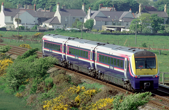 Cheshire - England「The Coradia Class 175 units are common on the North Wales Coast such as this scene west of Bangor showing a Crewe - Holyhead service curving past Valley in Anglesey.」:写真・画像(9)[壁紙.com]