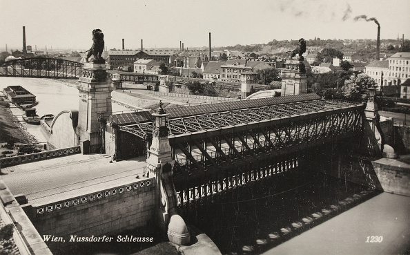 Architectural Feature「Vienna. 19Th District. The Nussdorfer Lock At The Danube Canal. About 1930. Photograph.」:写真・画像(9)[壁紙.com]