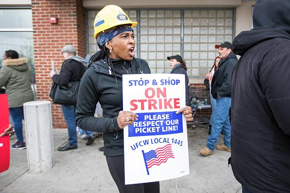 Labor Union「Joe Biden Speaks To Striking Stop & Shop Workers In Massachusetts」:写真・画像(14)[壁紙.com]