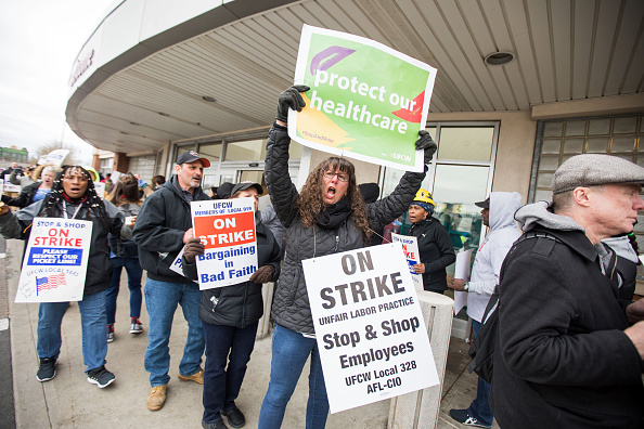 Employment And Labor「Joe Biden Speaks To Striking Stop & Shop Workers In Massachusetts」:写真・画像(3)[壁紙.com]