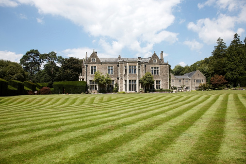 Royalty「British country mansion lawn view」:スマホ壁紙(8)