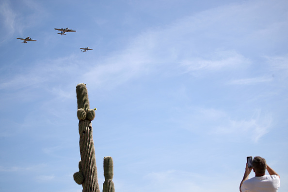 Surrendering「Historic Aircraft Flyover Phoenix Area Marking 75th Anniversary Of End Of World War II In Europe」:写真・画像(6)[壁紙.com]
