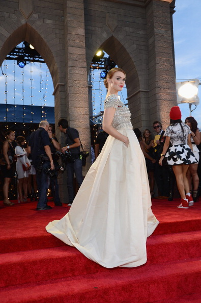 Holland Roden「2013 MTV Video Music Awards - Red Carpet」:写真・画像(17)[壁紙.com]