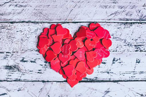 バレンタイン「Romantic messages on heart-shapes」:スマホ壁紙(0)