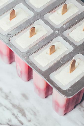 Frozen「Homemade strawberry and yogurt ice lollies」:スマホ壁紙(14)