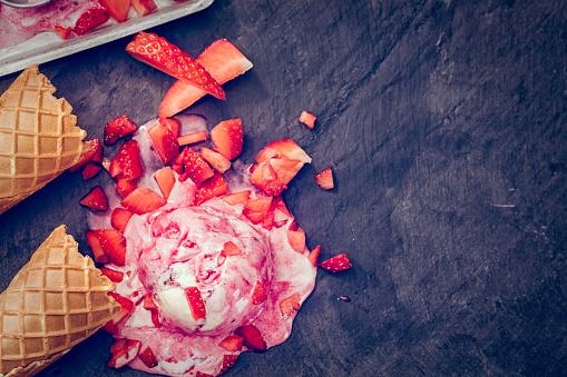 Ice Cream Parlor「Homemade Strawberry Ice Cream」:スマホ壁紙(12)
