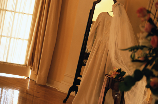 Yellow Dress「Wedding Dress Hanging by Mirror」:スマホ壁紙(7)