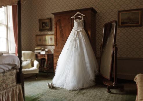 Dress「wedding dress in hotel room」:スマホ壁紙(1)