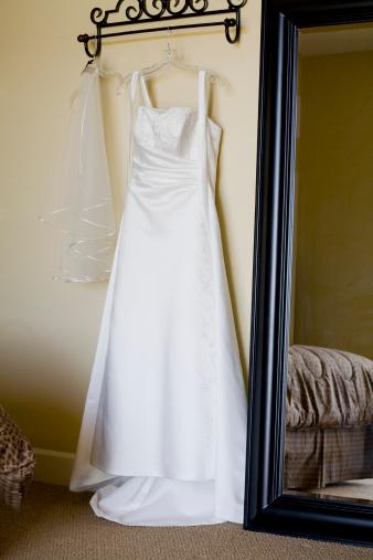 Dress「Wedding dress hanging in hotel room」:スマホ壁紙(14)