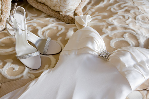 Dress「Wedding dress and shoes on bed」:スマホ壁紙(1)