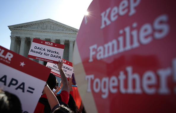 Supreme Court「U.S. Supreme Court Hears Challenge To Obama Immigration Programs」:写真・画像(17)[壁紙.com]