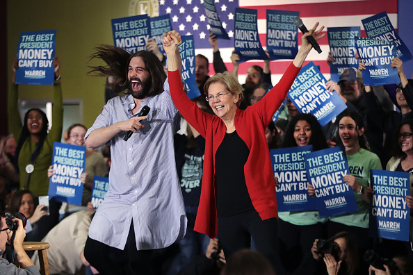 Primary Election「Presidential Candidate Elizabeth Warren Campaigns In Eastern Iowa」:写真・画像(9)[壁紙.com]