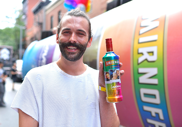 Sparse「Jonathan Van Ness Joins SMIRNOFF At The 2018 Pride March To Celebrate Love In All Its Forms」:写真・画像(16)[壁紙.com]