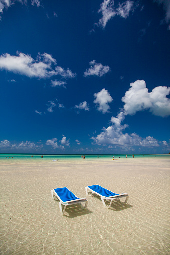 Unrecognizable Person「Two empty beach chairs in ankle deep water face the ocean in Cayo Coco, Cuba.」:スマホ壁紙(7)