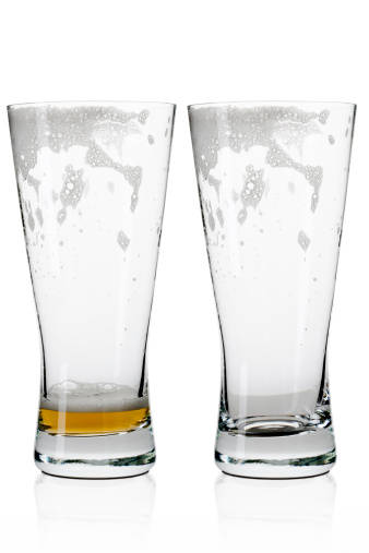 二つ「Two empty beer / lager glasses 」:スマホ壁紙(5)
