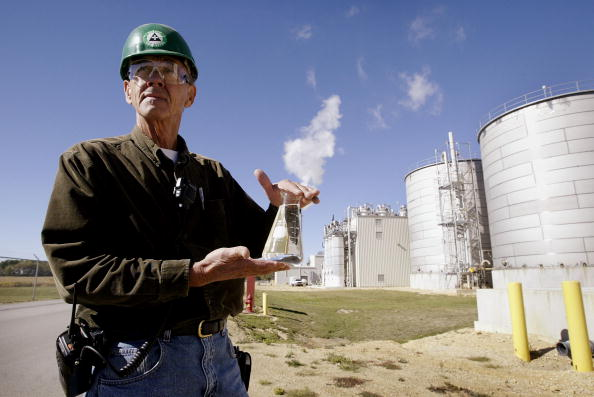 Beaker「Illinois Plant Produces Alternate Fuel」:写真・画像(4)[壁紙.com]