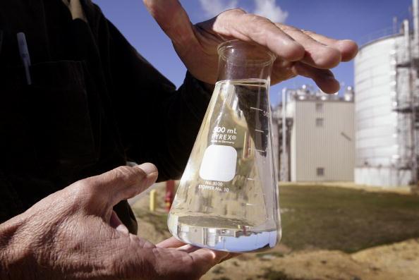 Beaker「Illinois Plant Produces Alternate Fuel」:写真・画像(2)[壁紙.com]