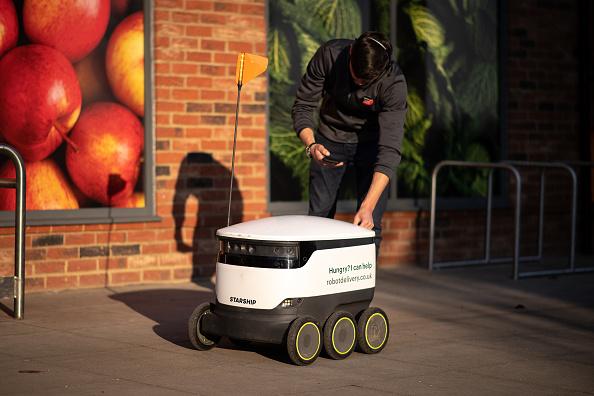 Footpath「Robot Shoppers Prove Their Use During Coronavirus Pandemic」:写真・画像(15)[壁紙.com]