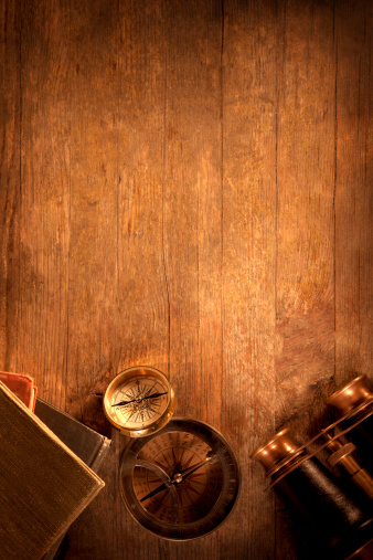 大昔の「アンティーク物の木製の机」:スマホ壁紙(17)