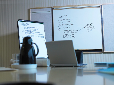 Focus On Background「Laptop in conference room (focus on white board)」:スマホ壁紙(1)