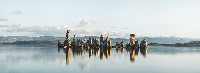 アメリカ合衆国「日の出のモノ湖トゥファ パノラマ」:スマホ壁紙(5)
