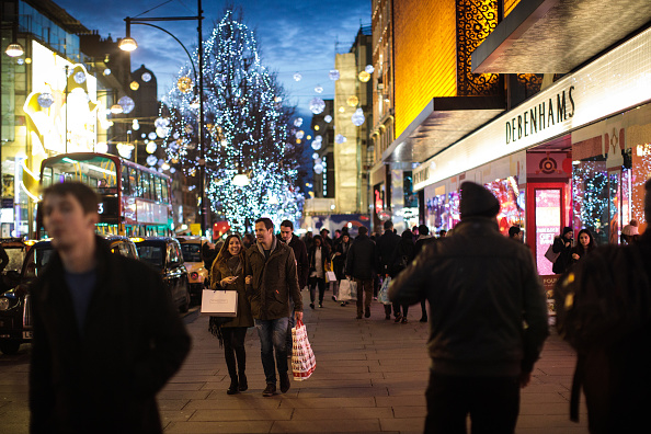 Christmas「Londoners Shop On Christmas Eve For Last Minute Presents」:写真・画像(15)[壁紙.com]
